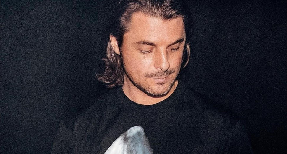 Axwell remixes Don't Worry by Radfield