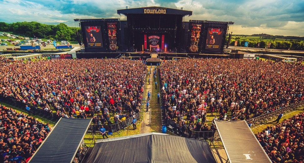 10,000 people attend UK festival pilot without masks or social distancing