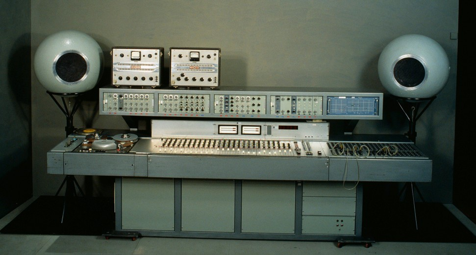 Musical Instruments Museum Online rare synth collection